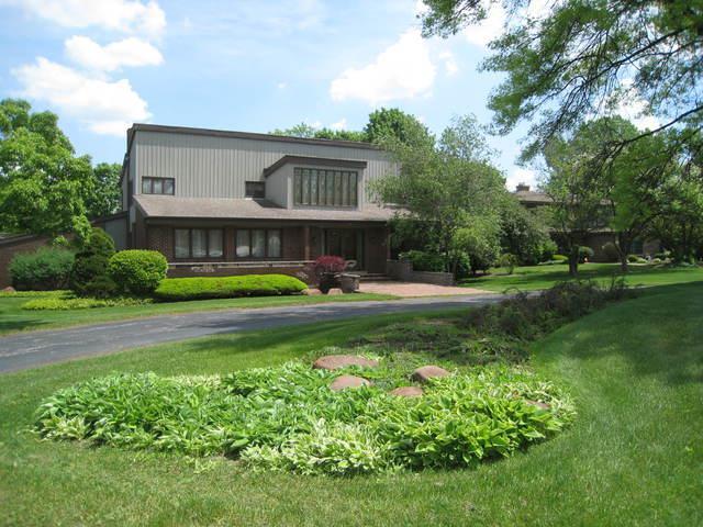 12 Pembroke Lane, Oak Brook, IL 60523 (MLS #09952908) :: The Saladino Sells Team