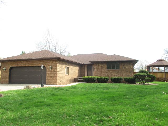 10 13th Street, Peru, IL 61354 (MLS #10353385) :: Helen Oliveri Real Estate