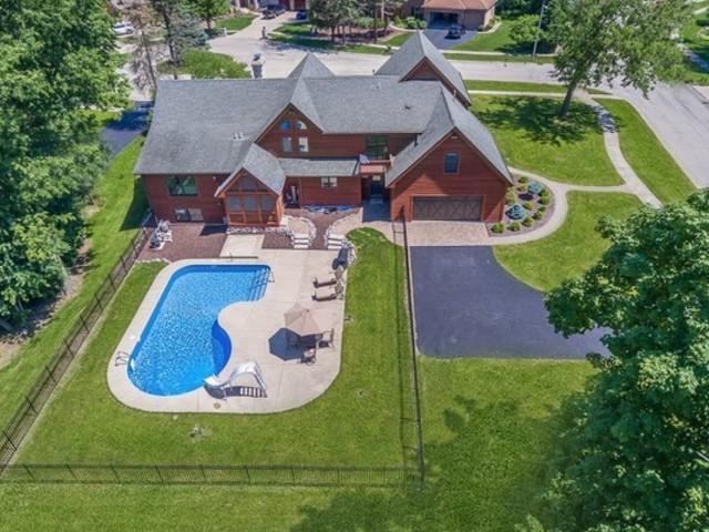 748 Fir Court, Yorkville, IL 60560 (MLS #10394155) :: The Perotti Group | Compass Real Estate