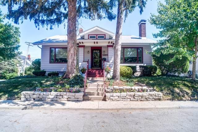 1220 E Jefferson Street, Bloomington, IL 61701 (MLS #10462971) :: Janet Jurich Realty Group