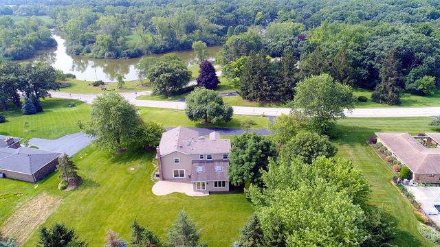 1 Bruce Circle North, Hawthorn Woods, IL 60047 (MLS #10488863) :: Berkshire Hathaway HomeServices Snyder Real Estate