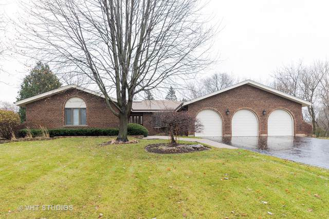 4 Elm Street, Hawthorn Woods, IL 60047 (MLS #10581637) :: Property Consultants Realty