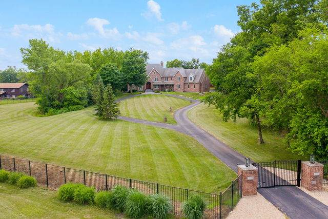 3 Riverwood Court, Oswego, IL 60543 (MLS #10748196) :: Helen Oliveri Real Estate