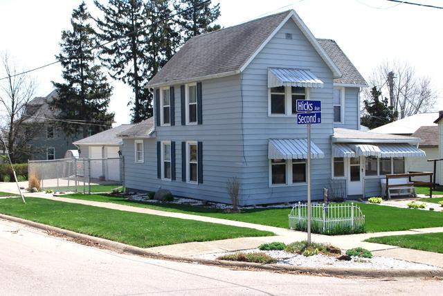 706 Hicks Avenue, Ashton, IL 61006 (MLS #09867768) :: The Dena Furlow Team - Keller Williams Realty