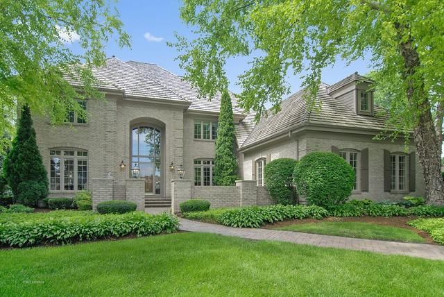 38W601 Clubhouse Drive, St. Charles, IL 60175 (MLS #09971305) :: Lewke Partners
