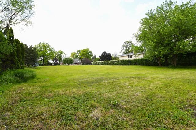 19 Devonshire Drive, Oak Brook, IL 60523 (MLS #09977808) :: The Saladino Sells Team
