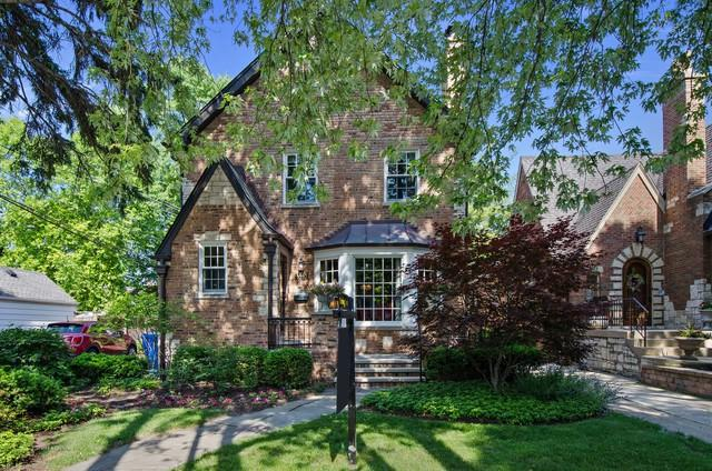 5957 N Knox Avenue, Chicago, IL 60646 (MLS #09989208) :: Ani Real Estate