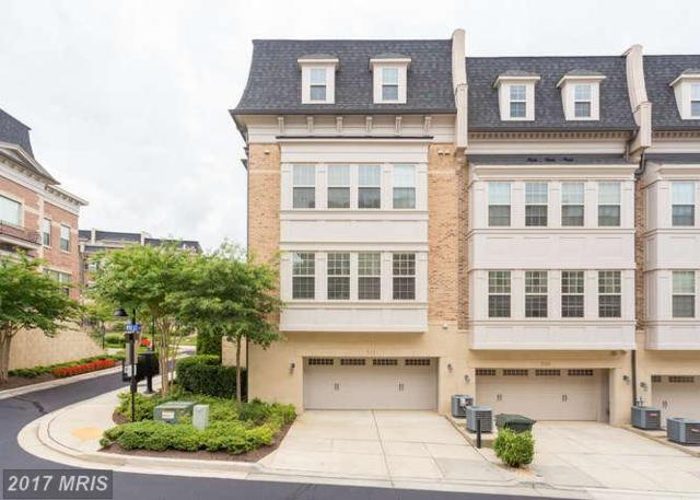 511 Rampart Way Unit2, Oxon Hill, MD 20745 (#PG10036282) :: Eng Garcia Grant & Co.