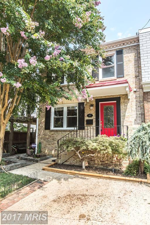 817 Bernard Street, Alexandria, VA 22314 (#AX10029838) :: MidAtlantic Real Estate