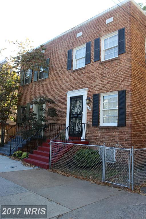 411 Royal Street S, Alexandria, VA 22314 (#AX10100595) :: Pearson Smith Realty
