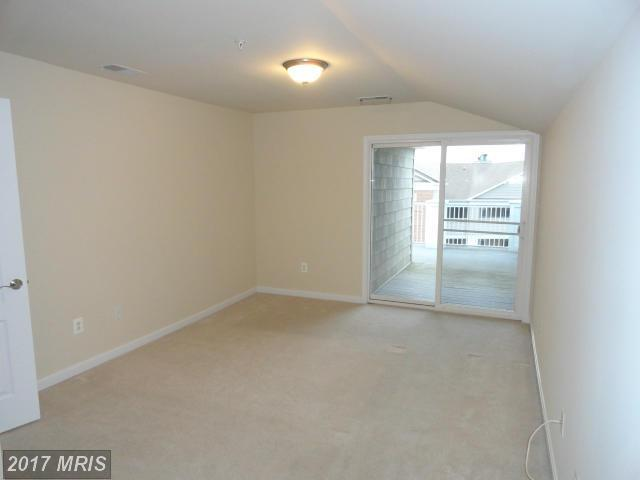 833 Oyster Bay Place #402, Dowell, MD 20629 (#CA9826976) :: LoCoMusings