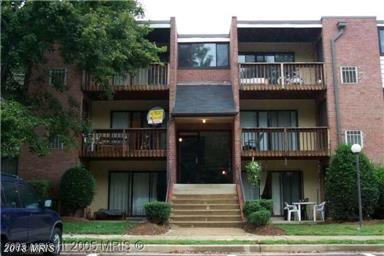 10724 West Drive #201, Fairfax, VA 22030 (#FC10250686) :: Pearson Smith Realty