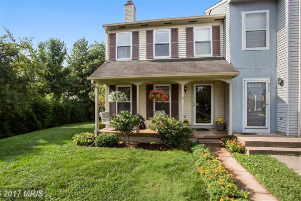 6827 Cottingham Lane, Centreville, VA 20121 (#FX10049250) :: Pearson Smith Realty