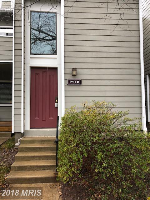 1961-B Villaridge Drive B, Reston, VA 20191 (#FX10157896) :: Long & Foster