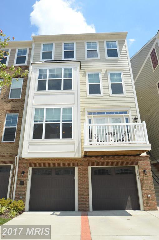 25216 Briargate Terrace, Chantilly, VA 20152 (#LO10033930) :: RE/MAX Gateway