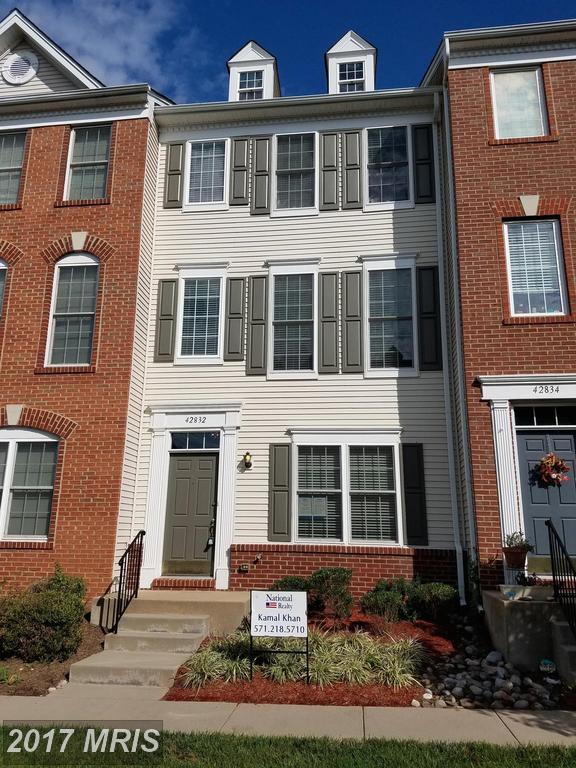 42832 Mccomas Terrace, Chantilly, VA 20152 (#LO10057530) :: Pearson Smith Realty