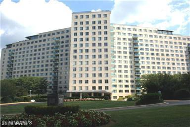 10401 Grosvenor Place #326, Rockville, MD 20852 (#MC10145218) :: Dart Homes