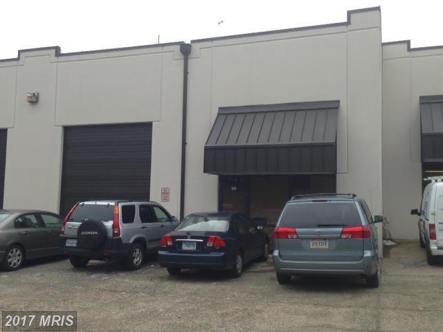 9104 Manassas Drive S, Manassas Park, VA 20111 (#MP9933753) :: LoCoMusings