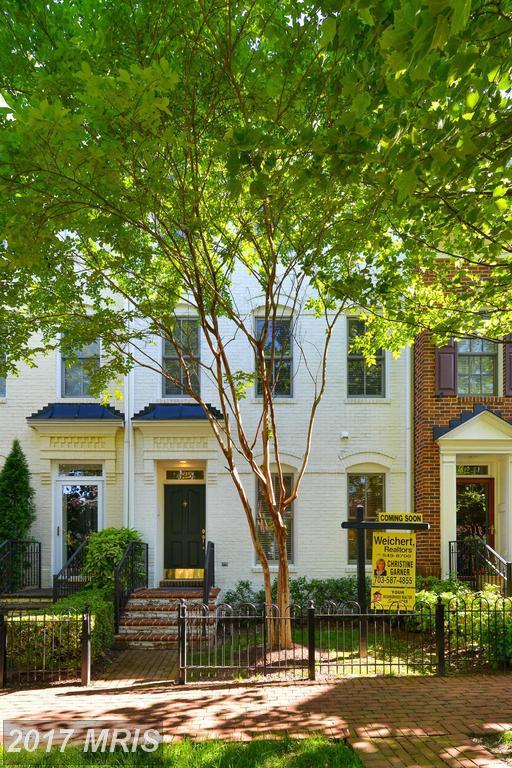 422 Euille Street, Alexandria, VA 22314 (#AX9950029) :: Pearson Smith Realty