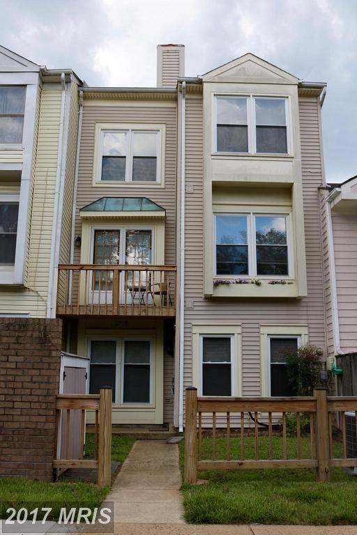 6033 Sunset Ridge Court, Centreville, VA 20121 (#FX9988607) :: LoCoMusings