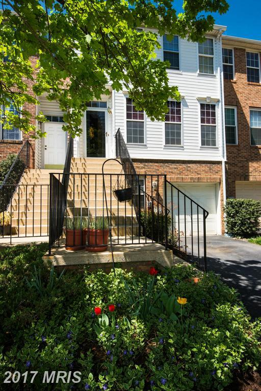 9111 Carriage House Lane #6, Columbia, MD 21045 (#HW9921458) :: LoCoMusings