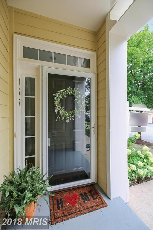 127 Chevy Chase Street #127, Gaithersburg, MD 20878 (#MC9010937) :: RE/MAX Executives