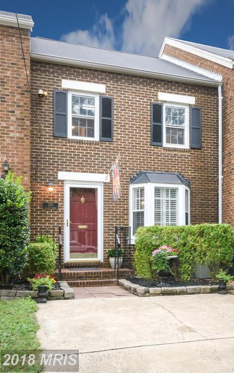 221 West Street S, Alexandria, VA 22314 (#AX10270977) :: Pearson Smith Realty