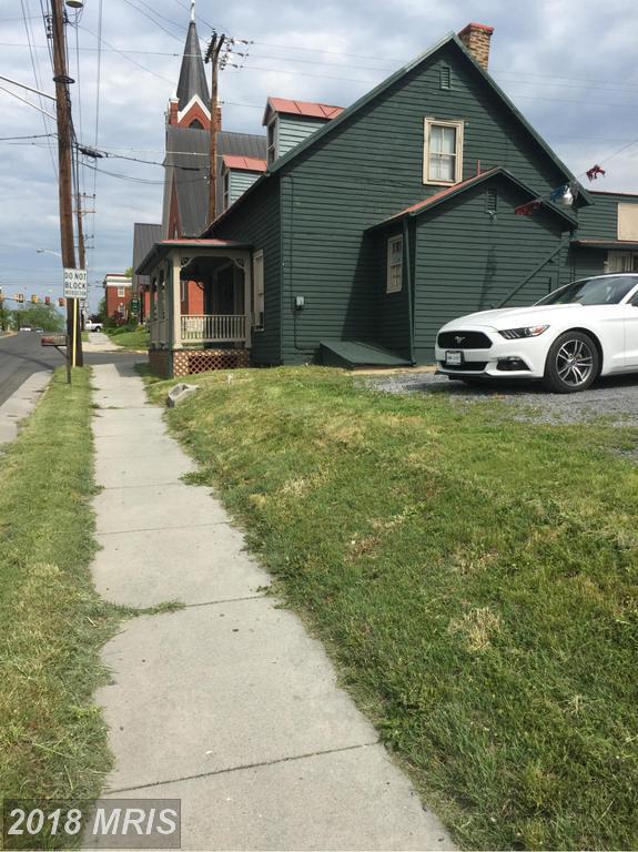 790 Fairfax Street, Stephens City, VA 22655 (#FV9940394) :: Pearson Smith Realty