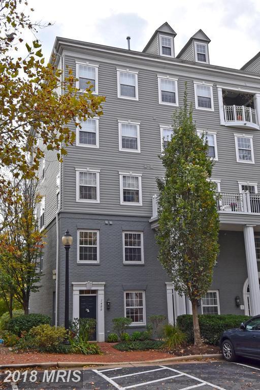 1400 Roundhouse Lane #74, Alexandria, VA 22314 (#AX10092913) :: Pearson Smith Realty
