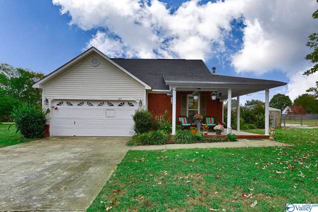 221 Cedar Creek Circle, New Market, AL 35751 (MLS #1129578) :: Coldwell Banker of the Valley