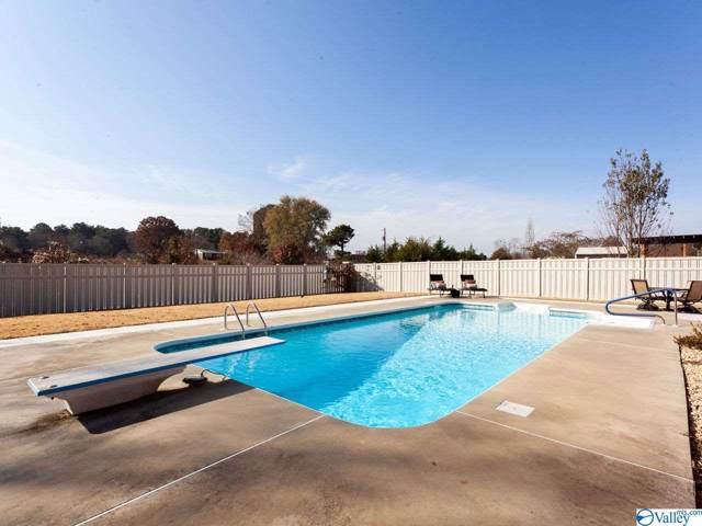 17180 Cliff Drive, Athens, AL 35613 (MLS #1132264) :: RE/MAX Distinctive | Lowrey Team