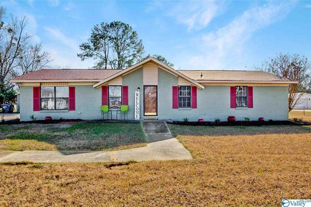 51 Cedar Street, Decatur, AL 35603 (MLS #1133286) :: Coldwell Banker of the Valley