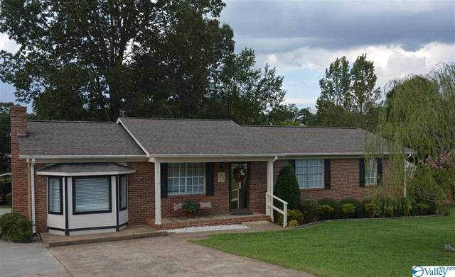 229 Lakewood Drive, Scottsboro, AL 35769 (MLS #1152709) :: MarMac Real Estate