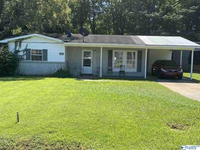 2427 Medaris Road, Huntsville, AL 35810 (MLS #1154110) :: Rebecca Lowrey Group