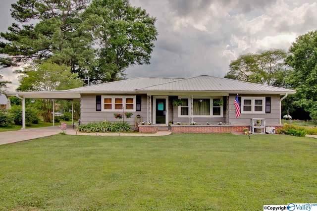 904 Garden Drive, Scottsboro, AL 35768 (MLS #1154170) :: RE/MAX Unlimited