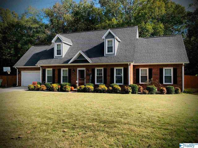 2704 King Arthur Court, Decatur, AL 35603 (MLS #1156361) :: LocAL Realty