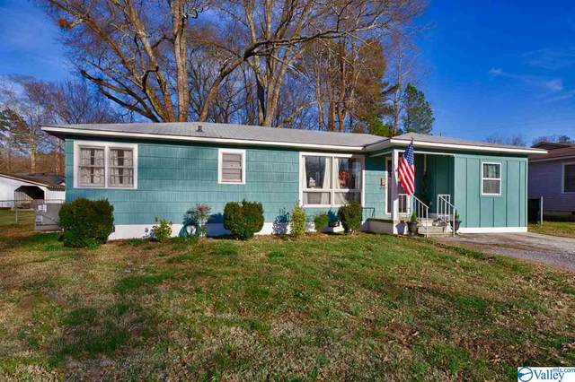 221 Bingham Street, Scottsboro, AL 35768 (MLS #1776238) :: Coldwell Banker of the Valley