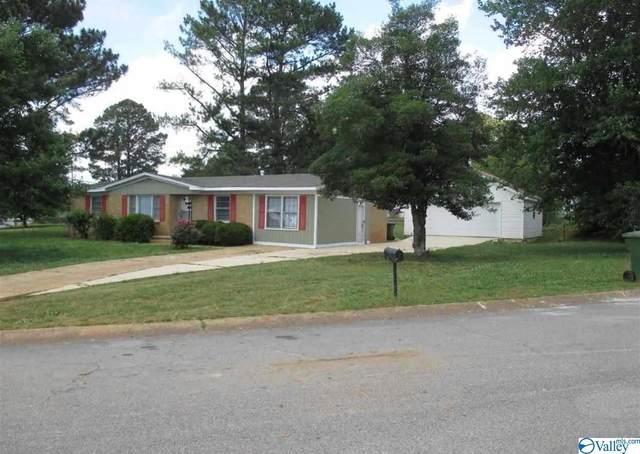 2401 SW Crestwood Drive, Huntsville, AL 35805 (MLS #1782919) :: Rebecca Lowrey Group