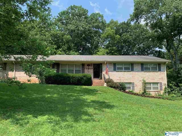 8300 Hickory Hill Lane, Huntsville, AL 35802 (MLS #1786718) :: MarMac Real Estate