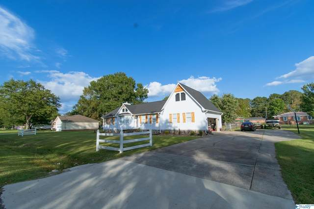 1202 Larry Street, Glencoe, AL 35905 (MLS #1793377) :: Coldwell Banker of the Valley