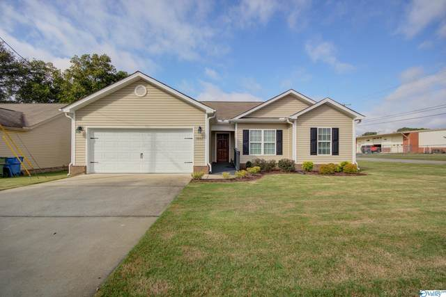 1001 Bullard Street, Hartselle, AL 35640 (MLS #1793698) :: Green Real Estate
