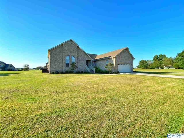 15377 Spring Lake Drive, Athens, AL 35614 (MLS #1152318) :: The Pugh Group RE/MAX Alliance