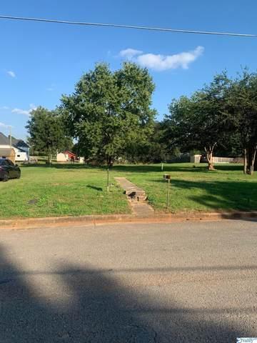 360 East Street, Moulton, AL 35650 (MLS #1793058) :: Green Real Estate