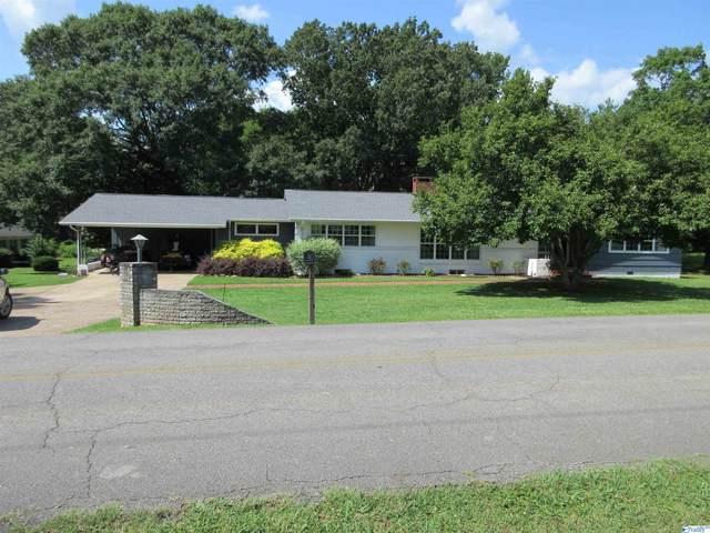 301 Lora Street, Scottsboro, AL 35768 (MLS #1786126) :: RE/MAX Unlimited