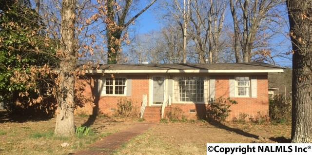 803 Adams Street, Scottsboro, AL 35768 (MLS #1064230) :: Legend Realty