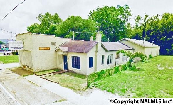 2411 Clinton Avenue, Huntsville, AL 35801 (MLS #1064679) :: Amanda Howard Sotheby's International Realty