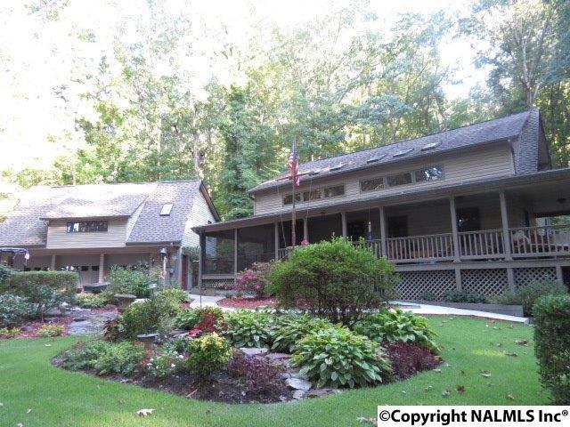 2116 Signal Point Road, Guntersville, AL 35976 (MLS #1076680) :: Amanda Howard Sotheby's International Realty