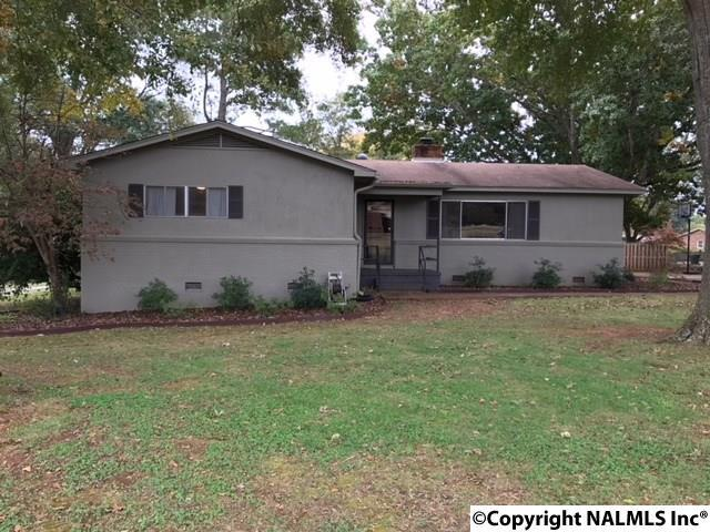 2204 Meadowbrook Road, Decatur, AL 35601 (MLS #1081803) :: RE/MAX Alliance