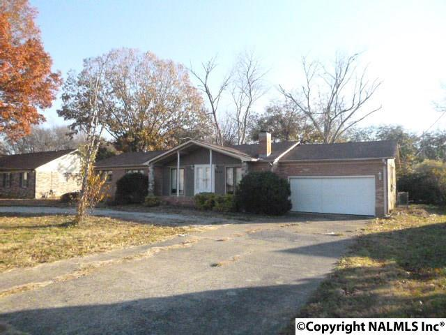 8303 Bailey Cove Road, Huntsville, AL 35802 (MLS #1083880) :: RE/MAX Distinctive | Lowrey Team