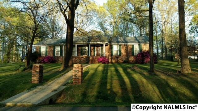 100 Cumberland Circle, Scottsboro, AL 35769 (MLS #1086164) :: Legend Realty